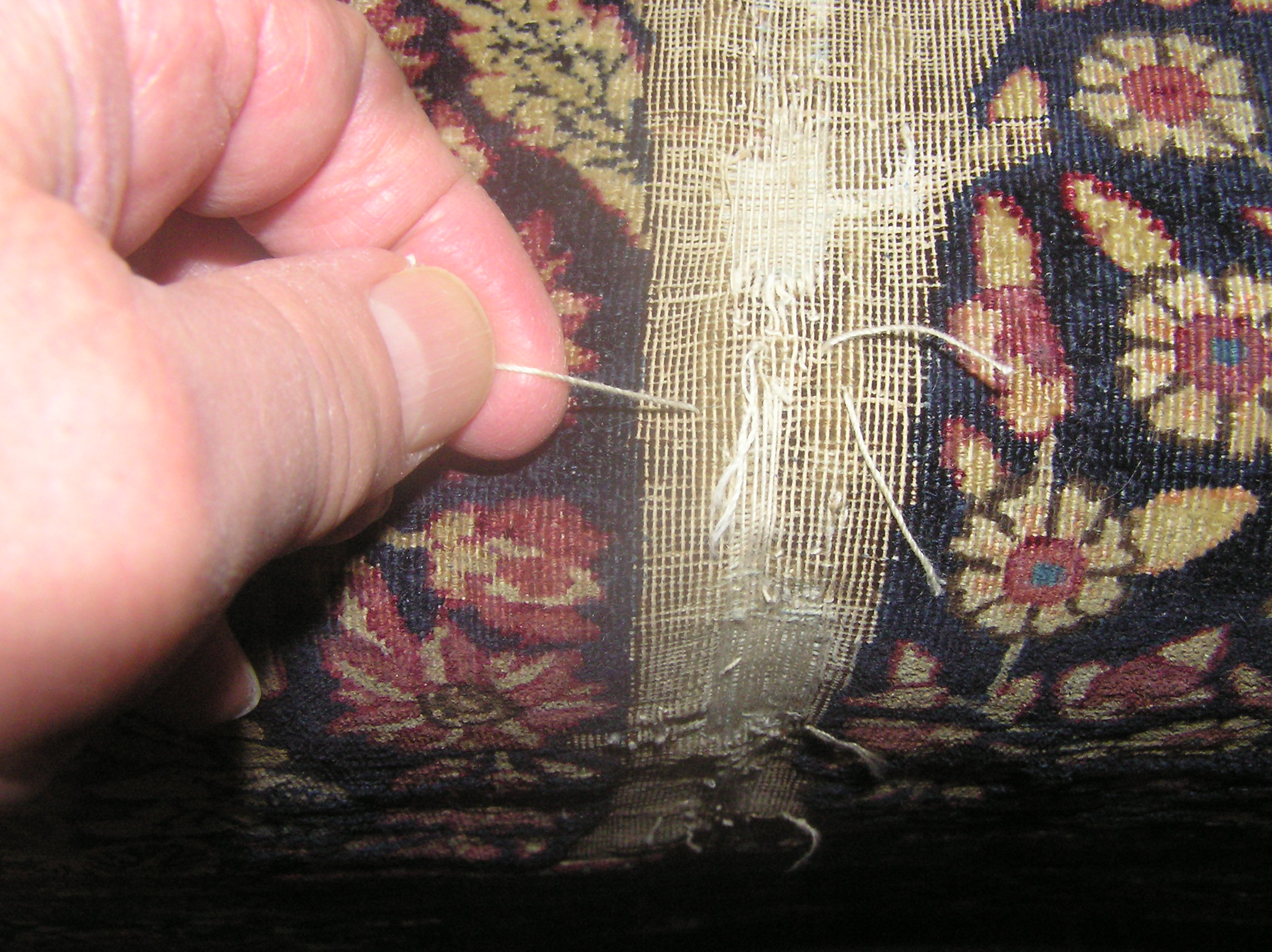 The tiny space between two rows of warp is shown here